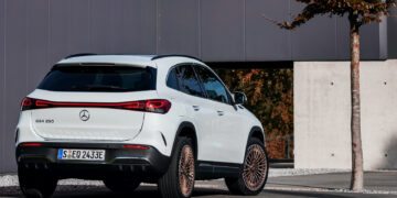 Mercedes-EQ, EQA 250, Edition 1, digitalweiss. EQA 250 (Stromverbrauch kombiniert: 15,7 kWh/100 km; CO2-Emissionen kombiniert: 0 g/km);Stromverbrauch kombiniert: 15,7 kWh/100 km; CO2-Emissionen kombiniert: 0 g/km*  Mercedes-EQ, EQA 250, Edition 1, digital white. EQA 250 (combined power consumption: 15.7 kWh/100 km, combined CO2 emissions: 0 g/km);Combined power consumption: 15.7 kWh/100 km, combined CO2 emissions: 0 g/km*