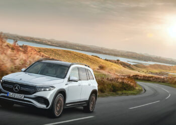 Mercedes-EQ, EQB, 2021; Edition 1, Farbe digitalweiß, Interieur: nevagrau; EQB 350 4MATIC (Stromverbrauch kombiniert: 16,2 kWh/100 km; CO2-Emissionen kombiniert: 0 g/km);Stromverbrauch kombiniert: 16,2 kWh/100 km; CO2-Emissionen kombiniert: 0 g/km*  Mercedes-EQ, EQB, 2021; Edition 1, digital white, interior: neva grey; EQB 350 (combined power consumption: 16.2 kWh/100 km, combined CO2 emissions: 0 g/km);Combined power consumption: 16.2 kWh/100 km, combined CO2 emissions: 0 g/km*